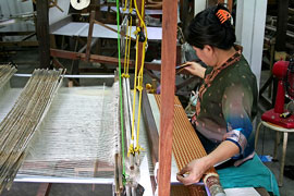 weaving silk cloth